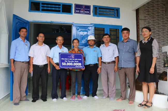PC Đắk Nông: Khánh thành, bàn giao 6 căn nhà tình nghĩa năm 2020 - Ảnh 2.