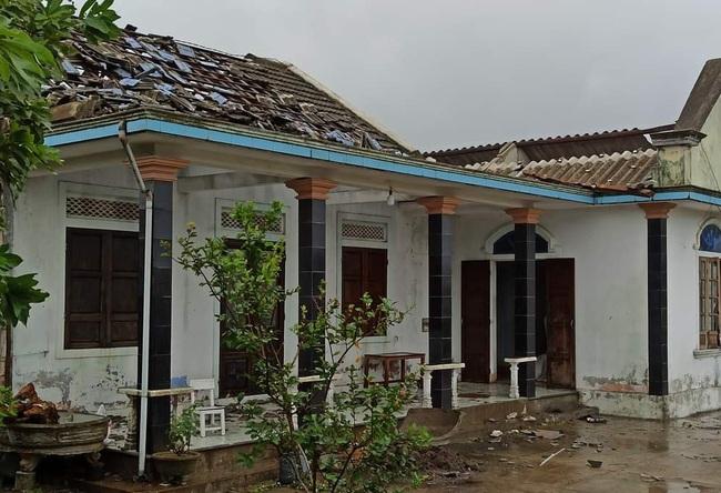 Huế báo cáo thiệt hại bão số 5, người thương vong và nhà cửa hư hại tăng mạnh  - Ảnh 1.