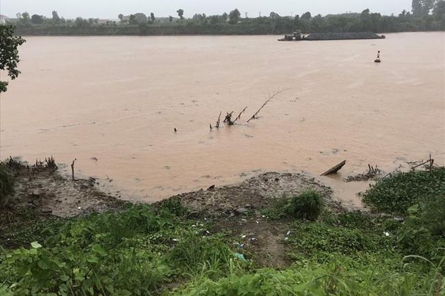 Đau lòng người mẹ trẻ ôm con trai nhỏ nhảy xuống sông Đồng Nai - Ảnh 1.