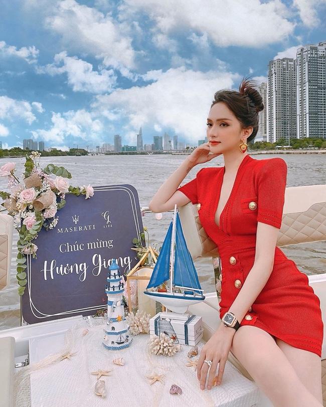 Hoa hậu Phương Khánh để lộ dấu hiệu khác lạ, Ngọc Trinh gây choáng bằng điệu cười huyền thoại - Ảnh 6.