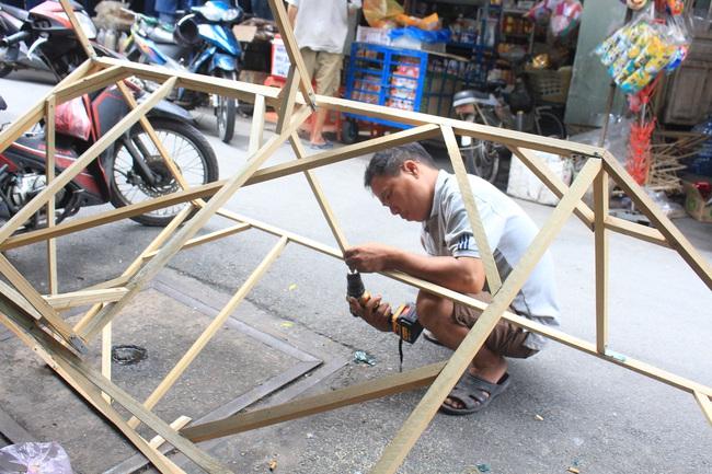 Ảnh: Xóm lồng đèn lớn nhất Sài Gòn buồn hiu vì Covid-19 - Ảnh 7.