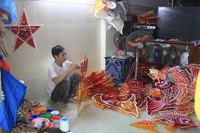Ảnh: Xóm lồng đèn lớn nhất Sài Gòn buồn hiu vì Covid-19 - Ảnh 5.