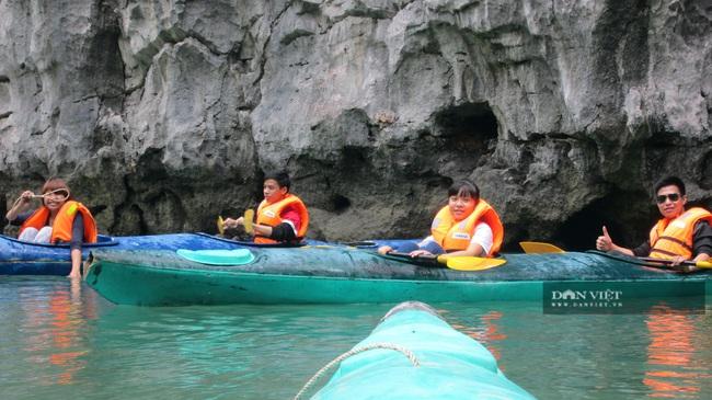 Siết chặt quản lý phương tiện thủy nội địa phục vụ khách du lịch trên Vịnh Hạ Long - Ảnh 3.
