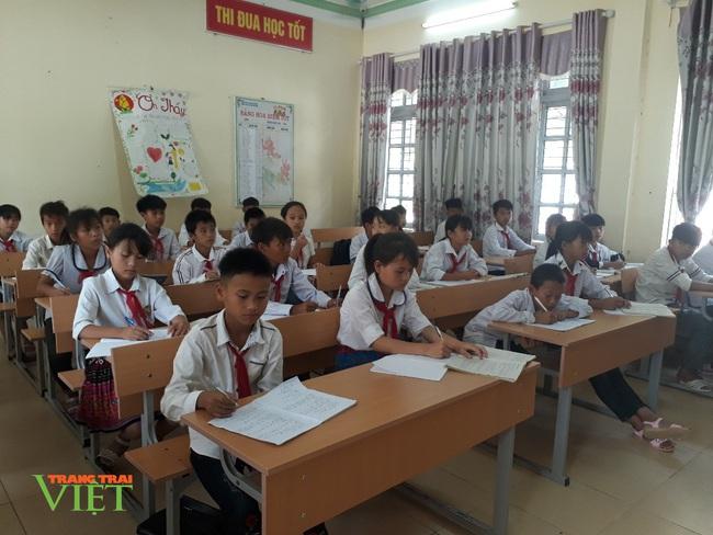 Nậm Nhùn quan tâm nâng cao chất lượng học sinh dân tộc Mảng - Ảnh 3.