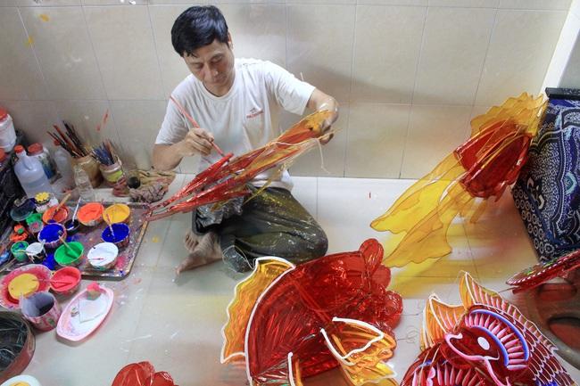 Ảnh: Xóm lồng đèn lớn nhất Sài Gòn buồn hiu vì Covid-19 - Ảnh 4.