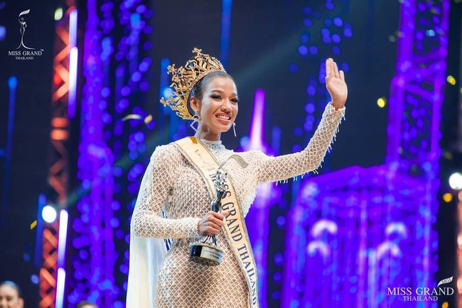 Lý do không ngờ giúp cô gái 22 tuổi đăng quang Hoa hậu Hòa bình Thái Lan 2020 - Ảnh 1.