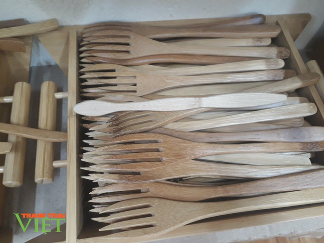 8X Sơn La sản xuất thành công bộ dao dĩa tinh xảo từ tre nứa - Ảnh 2.