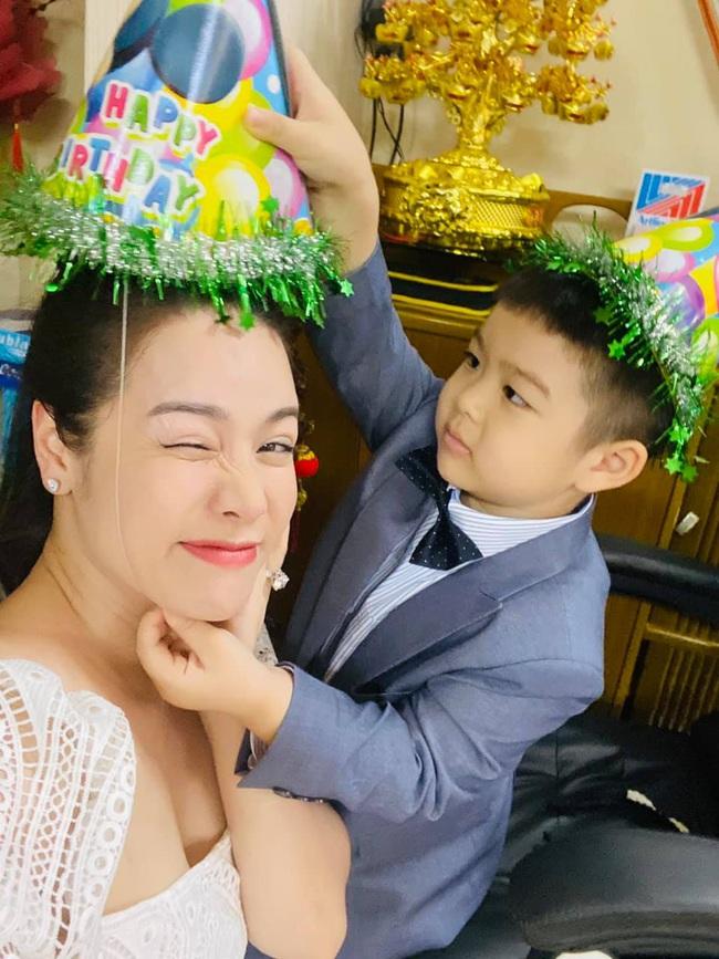 """Nhật Kim Anh tranh thủ """"đá xéo"""" gia đình chồng cũ tính sai tuổi con trai - Ảnh 1."""