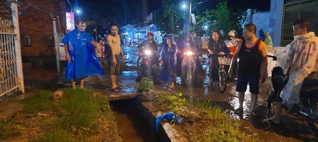 1 người rớt xuống cống nước bị cuốn mất tích trong cơn mưa lớn ở tỉnh Đồng Nai - Ảnh 1.