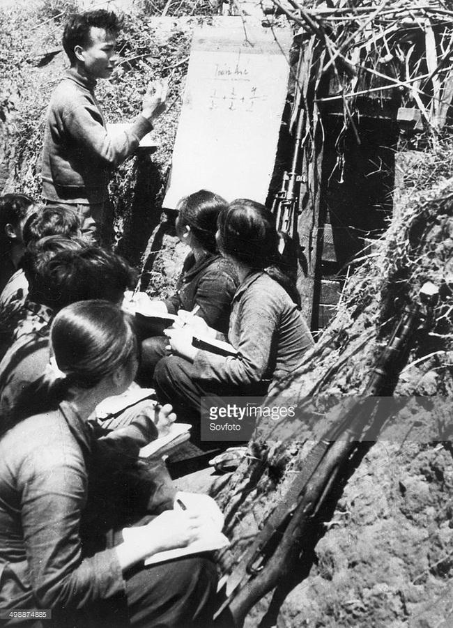 Ảnh quý giá về nhà giáo Việt Nam thời kháng chiến chống Mỹ - Ảnh 1.