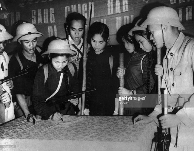 Ảnh quý giá về nhà giáo Việt Nam thời kháng chiến chống Mỹ - Ảnh 2.