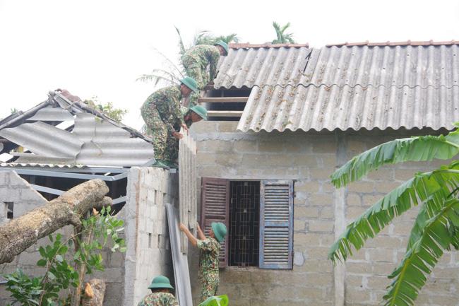 Chủ tịch TT-Huế yêu cầu không để xảy ra trục lợi trong hỗ trợ thiệt hại do bão  - Ảnh 1.