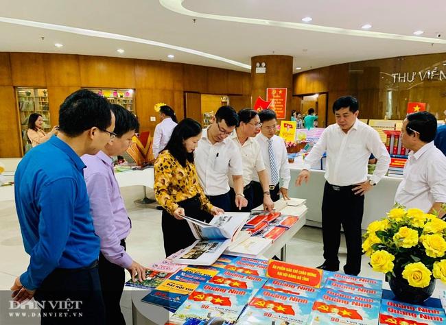 """Trên 3.000 sách, báo triển lãm """"Đảng bộ tỉnh Quảng Ninh từ đại hội đến đại hội"""" - Ảnh 2."""