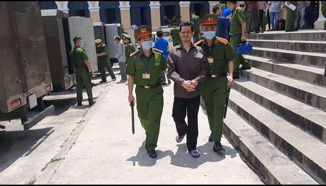 Xét xử băng nhóm khủng bố trụ sở công an phường: bị cáo Nguyễn Khanh lãnh 24 năm tù  - Ảnh 4.
