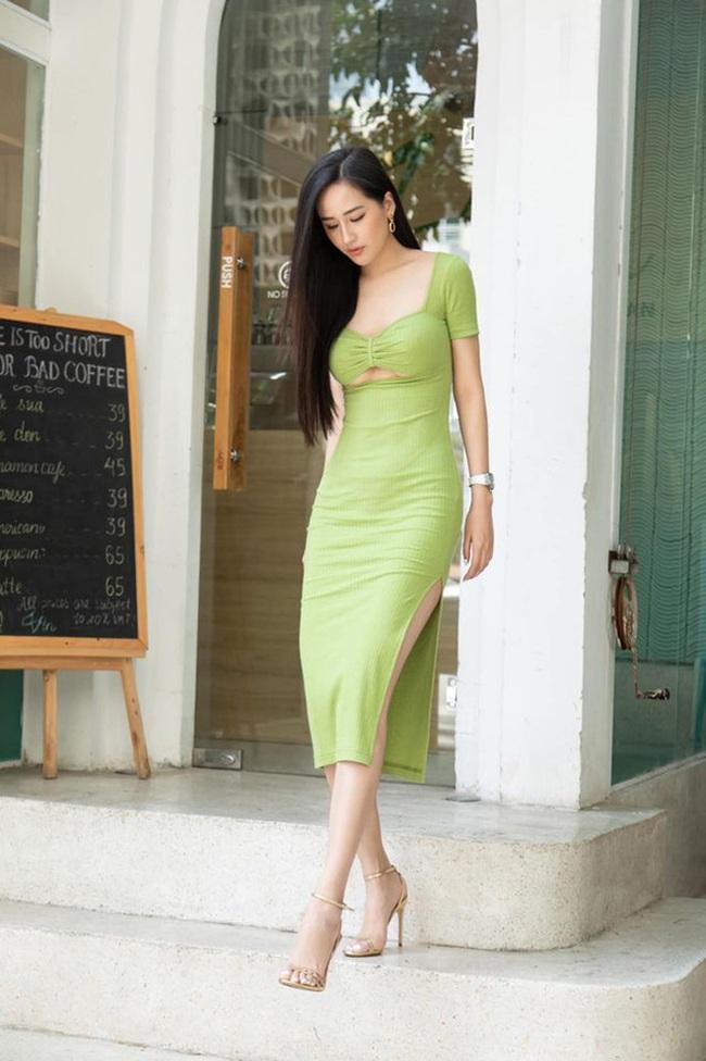 """Mai Phương Thúy diện váy bó sát khoe chân ngực táo bạo, ngờ đâu """"đụng hàng"""" Ninh Dương Lan Ngọc - Ảnh 1."""