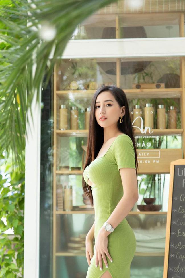 """Mai Phương Thúy diện váy bó sát khoe chân ngực táo bạo, ngờ đâu """"đụng hàng"""" Ninh Dương Lan Ngọc - Ảnh 3."""