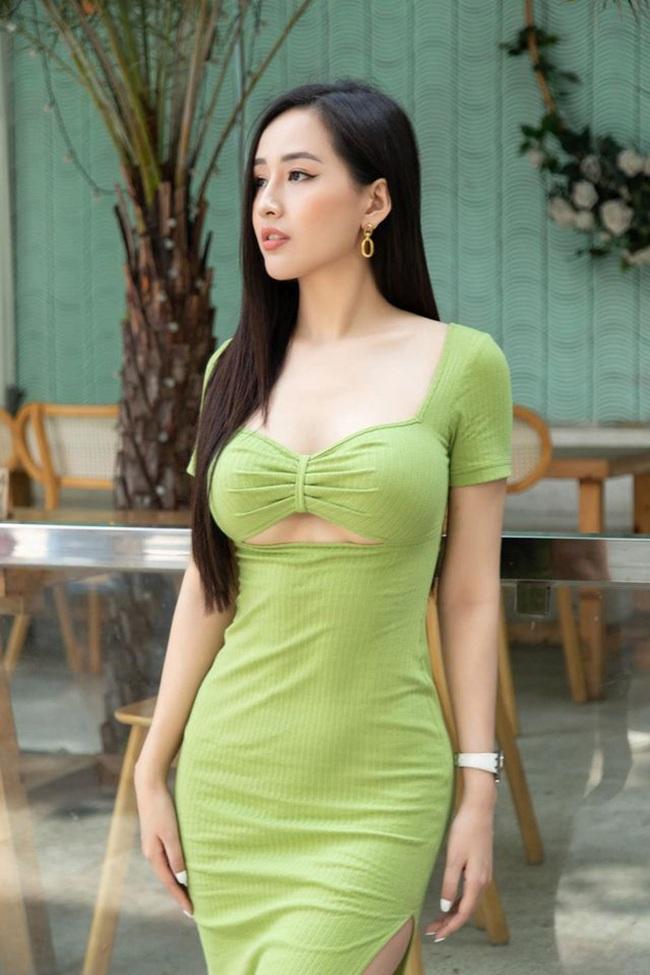 """Mai Phương Thúy diện váy bó sát khoe chân ngực táo bạo, ngờ đâu """"đụng hàng"""" Ninh Dương Lan Ngọc - Ảnh 4."""