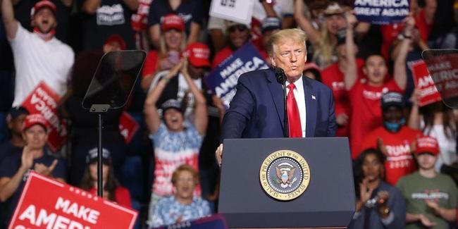 Bầu cử Mỹ: Trump bị cử tri da trắng ở các bang chiến trường quay lưng? - Ảnh 1.