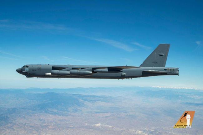 B-52 xuất hiện kèm vũ khí siêu thanh AGM-183A: Nga phát hoảng - Ảnh 1.