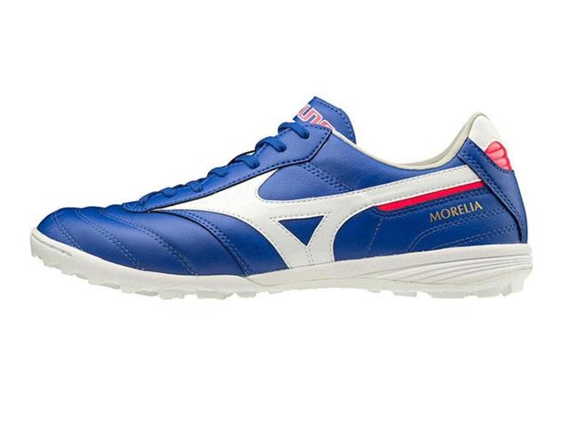 Morelia TF: Đôi giày phù hợp với mọi form chân của cầu thủ Phủi  - Ảnh 1.