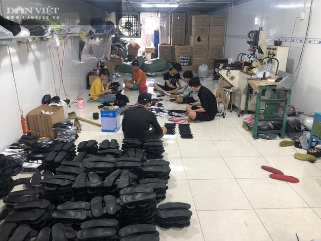 Bình Dương: Phát hiện, tịch thu hàng ngàn đôi giày nhái hàng hiệu Adidas, Nike, Gucci… - Ảnh 1.