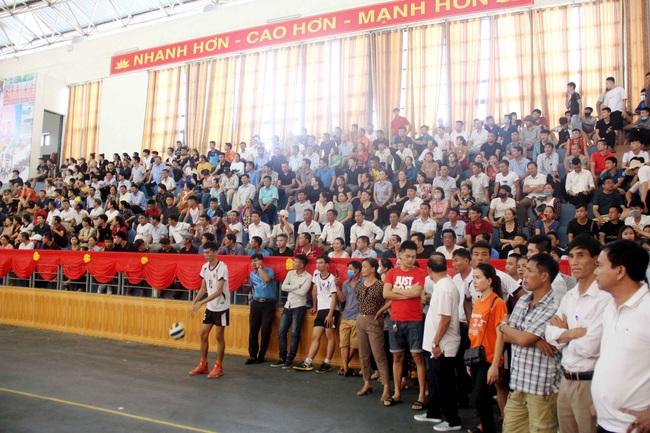 Kỷ niệm 90 năm ngày thành lập Hội Nông dân Việt Nam (14/10/1930-14/10/2020): Sôi nổi giải giải bóng chuyền nông dân xứ Nghệ   - Ảnh 2.