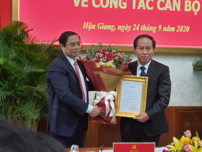 Ông Lê Tiến Châu nhận quyết định làm Bí thư Hậu Giang - Ảnh 1.