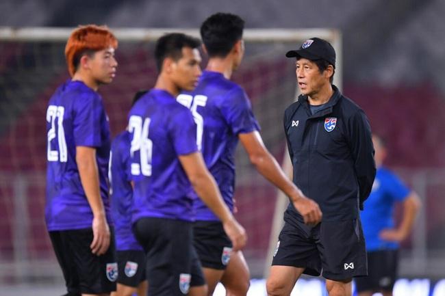 HLV Nishino tìm chiêu lạ để ĐT Thái Lan cạnh tranh với ĐT Việt Nam - Ảnh 1.