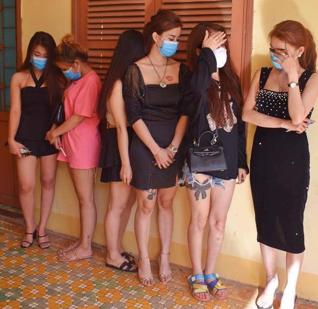 18 nam, nữ thanh niên dương tính ma túy trong quán karaoke ở Quảng Trị - Ảnh 2.