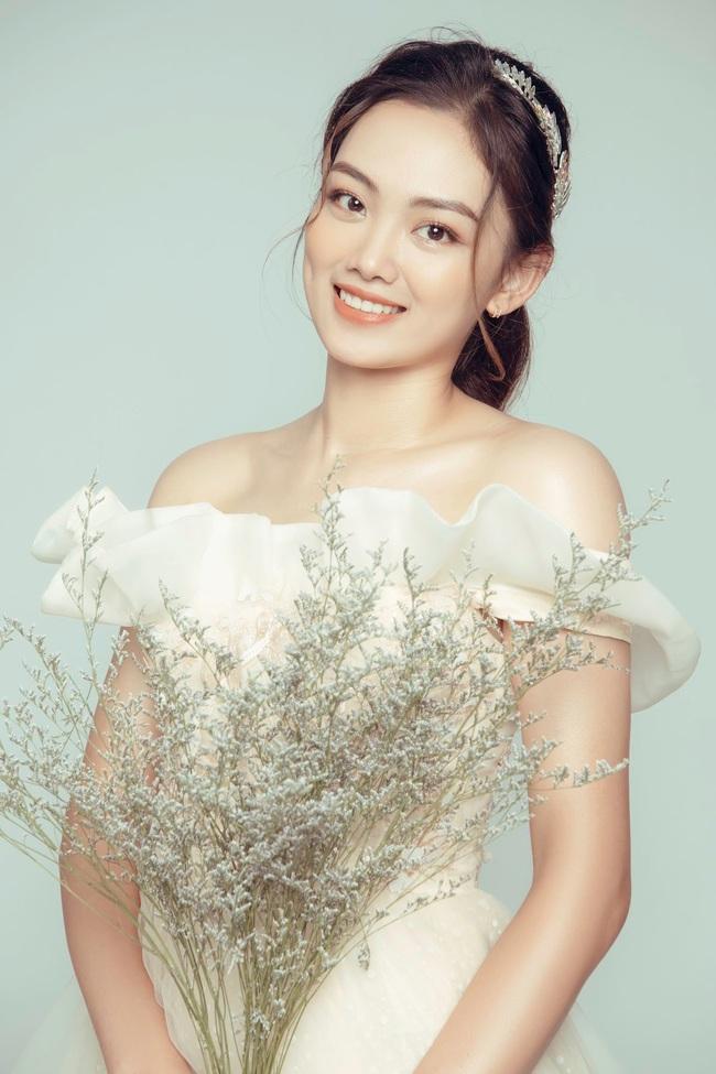 Hoa khôi bóng chuyền Nguyễn Thu Hoài tung ảnh xinh như... công chúa - Ảnh 2.