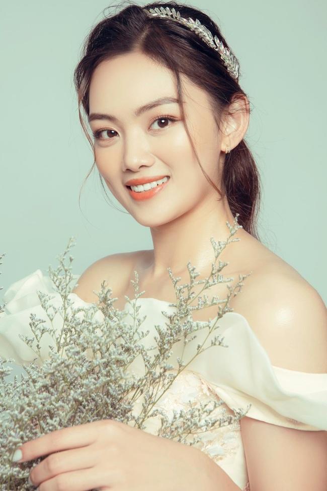 Hoa khôi bóng chuyền Nguyễn Thu Hoài tung ảnh xinh như... công chúa - Ảnh 4.