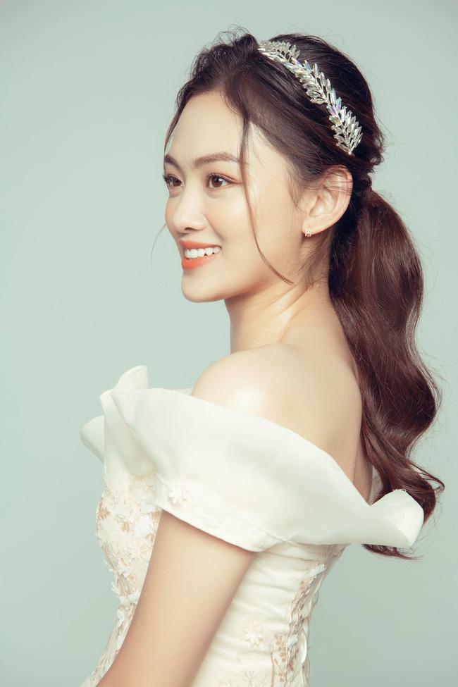 Hoa khôi bóng chuyền Nguyễn Thu Hoài tung ảnh xinh như... công chúa - Ảnh 5.