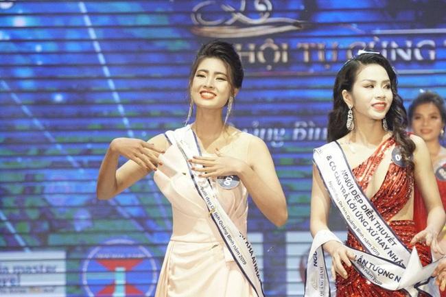 Mỹ nữ giành giải Người đẹp Du lịch Quảng Bình 2019 bị tước danh hiệu sau một năm đăng quang - Ảnh 2.