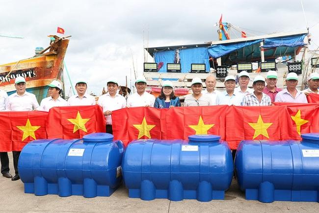 Bà Rịa – Vũng Tàu: Ra quân hưởng ứng chiến dịch làm sạch môi trường biển năm 2020 - Ảnh 4.