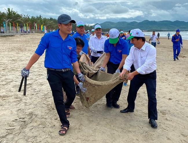 Bà Rịa – Vũng Tàu: Ra quân hưởng ứng chiến dịch làm sạch môi trường biển năm 2020 - Ảnh 5.