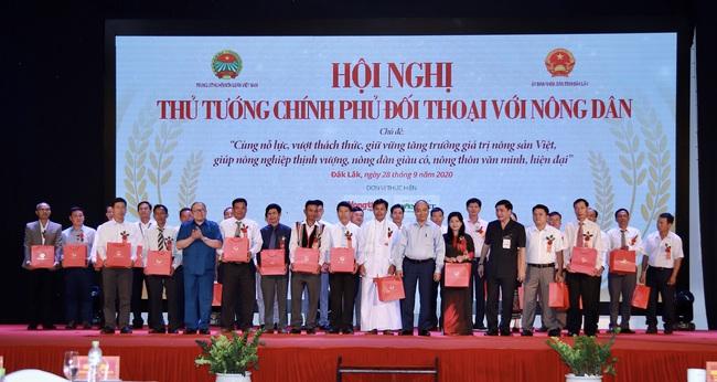 Thủ tướng đối thoại với nông dân: Nông nghiệp miền Trung - Tây Nguyên là mỏ vàng cần khai thác - Ảnh 33.