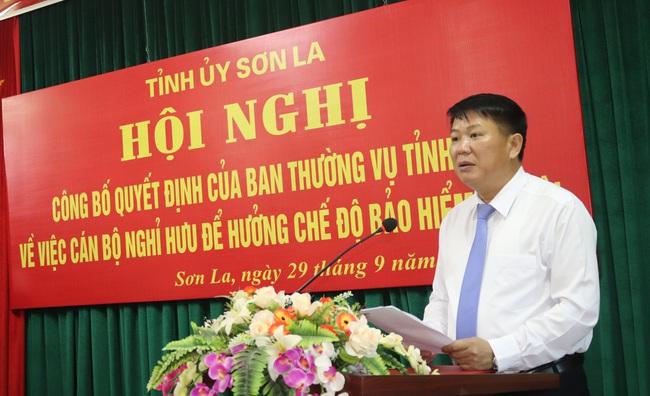 Ban Thường vụ Tỉnh uỷ Sơn La trao quyết định nghỉ hưu cho Chủ tịch HND Sơn La - Ảnh 3.