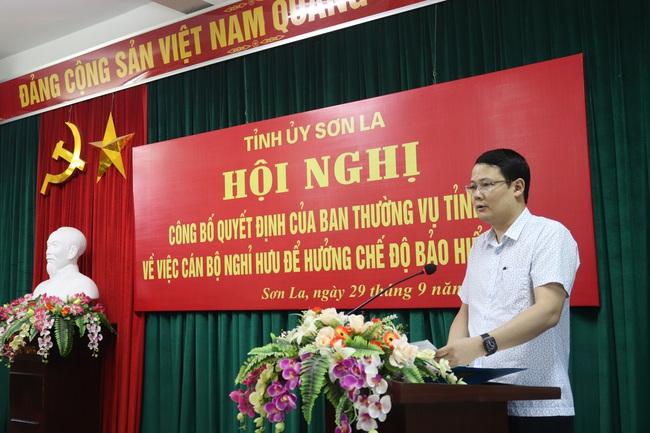 Ban Thường vụ Tỉnh uỷ Sơn La trao quyết định nghỉ hưu cho Chủ tịch HND Sơn La - Ảnh 2.