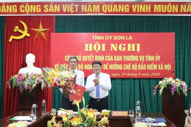 Ban Thường vụ Tỉnh uỷ Sơn La trao quyết định nghỉ hưu cho Chủ tịch HND Sơn La - Ảnh 4.