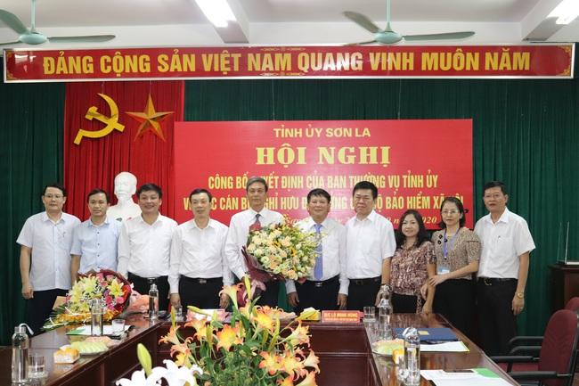 Ban Thường vụ Tỉnh uỷ Sơn La trao quyết định nghỉ hưu cho Chủ tịch HND Sơn La - Ảnh 7.
