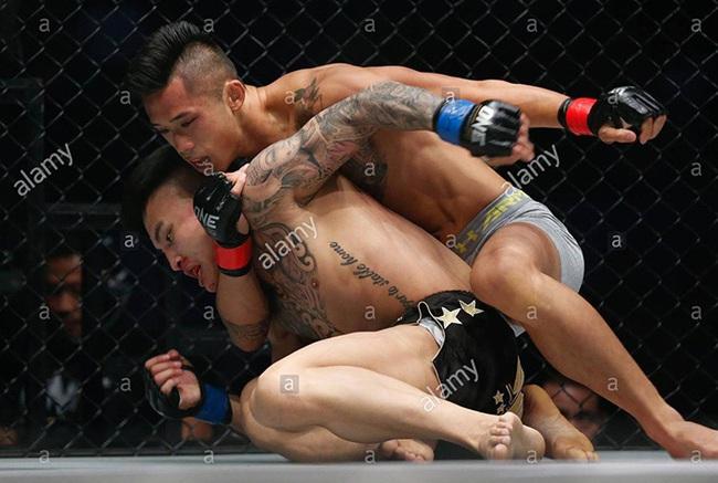 """Cung Lê, Martin Nguyễn và 2 lần khiến võ sĩ Trung Quốc phải """"cúi đầu"""" - Ảnh 2."""