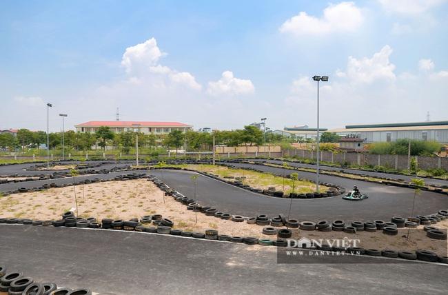 Trường đua F1 mini tại Hà Nội hút giới trẻ dịp cuối tuần - Ảnh 1.