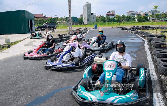 Trường đua F1 mini tại Hà Nội hút giới trẻ dịp cuối tuần - Ảnh 2.