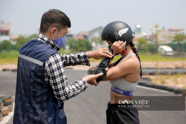 Trường đua F1 mini tại Hà Nội hút giới trẻ dịp cuối tuần - Ảnh 3.