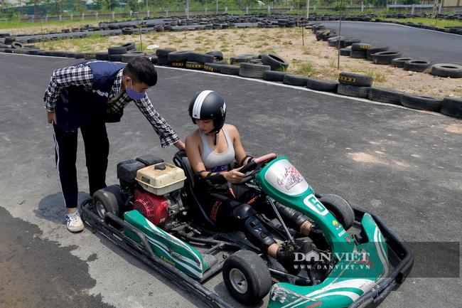 Trường đua F1 mini tại Hà Nội hút giới trẻ dịp cuối tuần - Ảnh 4.