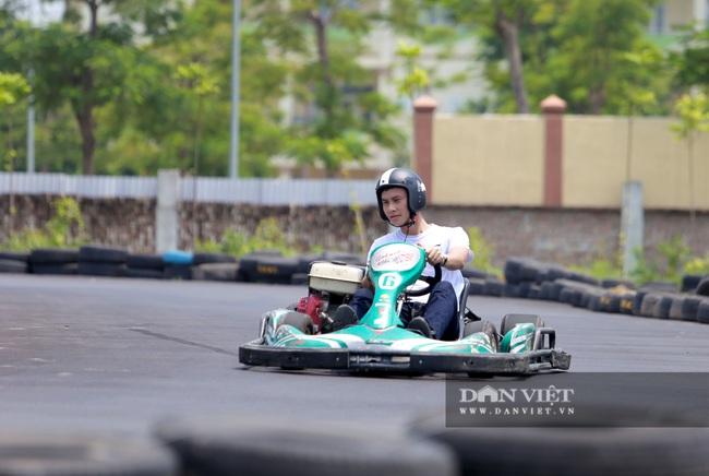 Trường đua F1 mini tại Hà Nội hút giới trẻ dịp cuối tuần - Ảnh 5.