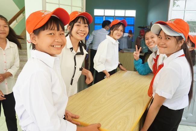 Agribank tiếp sức đồng hành cùng học sinh chào đón năm học mới - Ảnh 2.