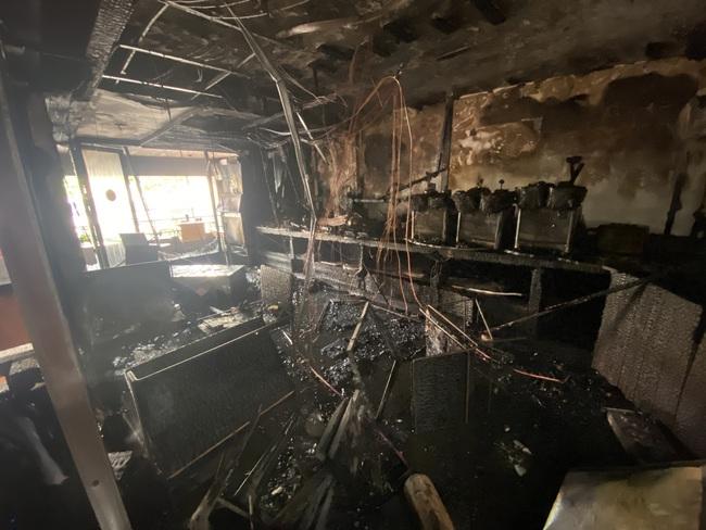 TPHCM: Giải cứu 1 người mắc kẹt trong vụ cháy cửa hàng L'angfarm Buffet - Ảnh 6.