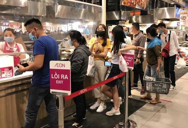 Thảo Cầm Viên Sài Gòn, siêu thị, trung tâm thương mại  đông nghẹt ngày đầu năm - Ảnh 10.