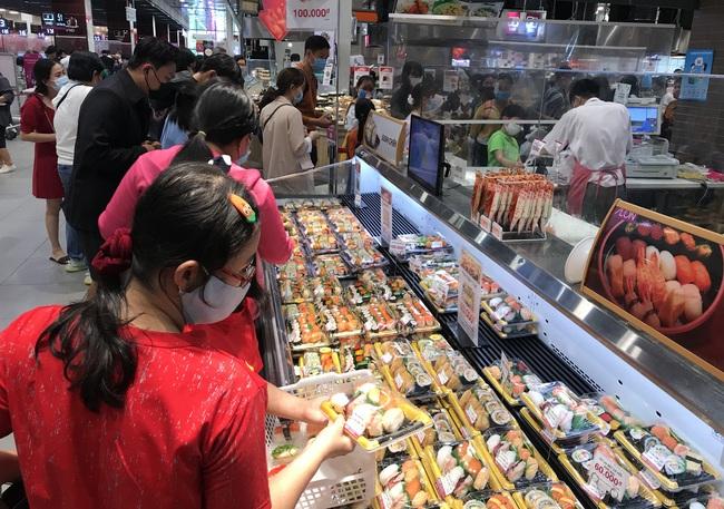 Thảo Cầm Viên Sài Gòn, siêu thị, trung tâm thương mại  đông nghẹt ngày đầu năm - Ảnh 9.